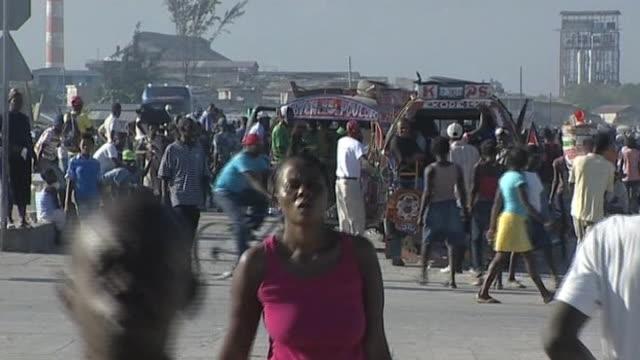 vídeos de stock e filmes b-roll de pedestrians on street during aftermath of earthquake in haiti - hispaniola