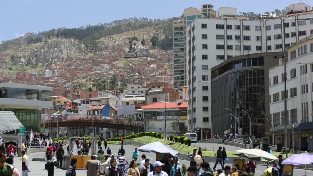 pedestrians on the street in la paz city centre the highest capital city in the world at around 12000 feet bolivia - la paz region la paz stock-videos und b-roll-filmmaterial