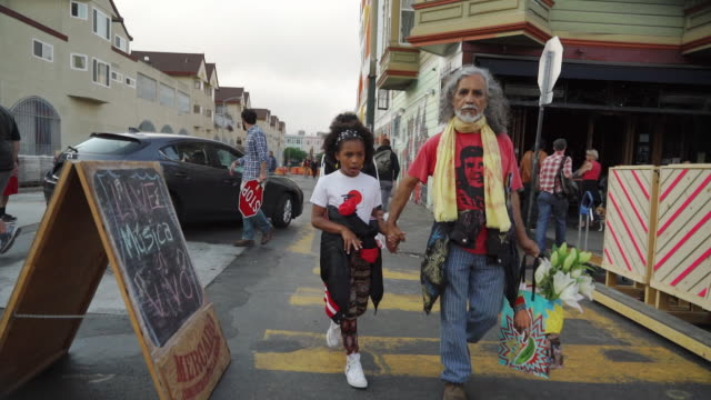 pedestrians on walk street in san francisco, usa - baia di san francisco video stock e b–roll
