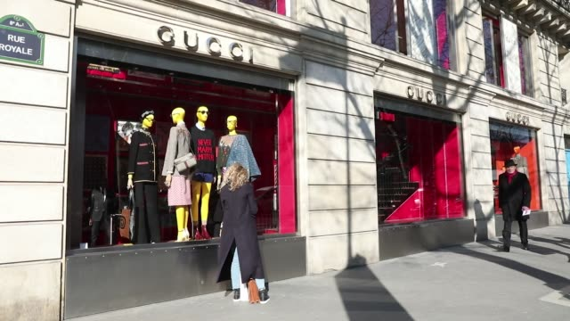 stockvideo's en b-roll-footage met pedestrians pass a gucci group nv luxury clothing fashion store on rue royale in paris france on friday feb 23 photographer christophe morin bloomberg - rue royale