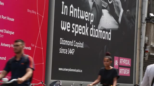 stockvideo's en b-roll-footage met pedestrians pass a row of luxury stores selling diamonds in the diamond district of antwerp belgium on thursday july 20 2017 - kwaliteitscontroleur
