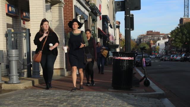 vidéos et rushes de pedestrians passing by stores along street at georgetown washington district of columbia usa on monday november 12 2019 - georgetown washington dc