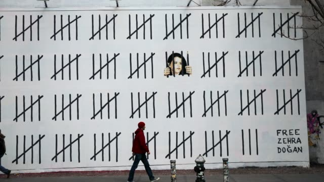 pedestrians walk by the latest work by the elusive british street artist banksy along a wall on houston street in manhattan on march 16 2018 in new... - mural stock videos & royalty-free footage