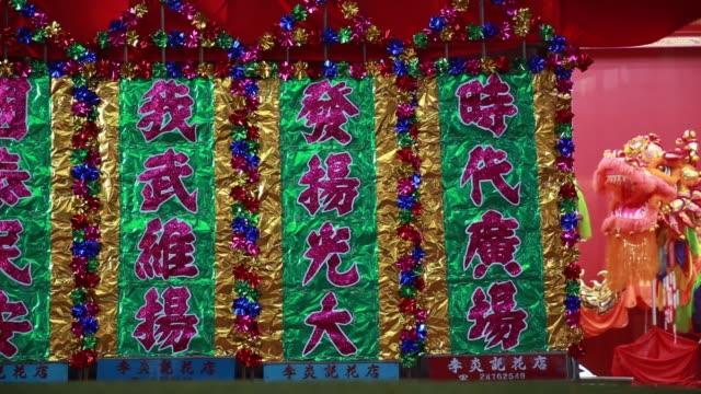 vídeos de stock, filmes e b-roll de pedestrians walk past decorations for lunar new year in the causeway bay district of hong kong china on thursday feb 4 2016 - ilha de hong kong