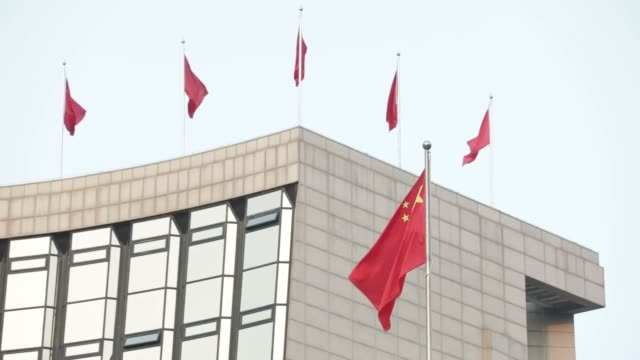pedestrians walk past the people's bank of china headquarters in beijing china on thursday oct 19 the chinese national flag flies outside the... - 中央銀行点の映像素材/bロール