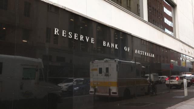 pedestrians walk past the reserve bank of australia headquarters in sydney australia on monday july 4 pedestrians walk around martin place in sydney - 中央銀行点の映像素材/bロール