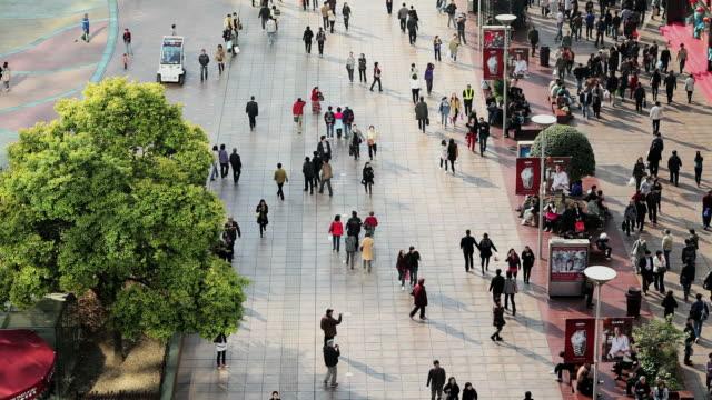 ws pedestrians walking past stores on nanjing road / shanghai, china - nanjing road stock videos & royalty-free footage