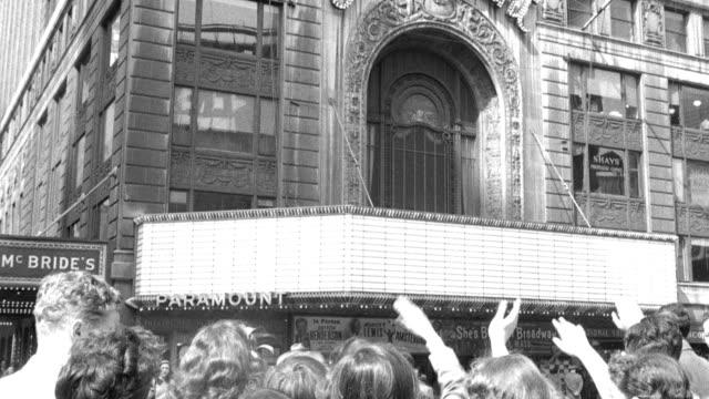 vídeos de stock, filmes e b-roll de pedestrians wave toward the paramount building. - paramount building