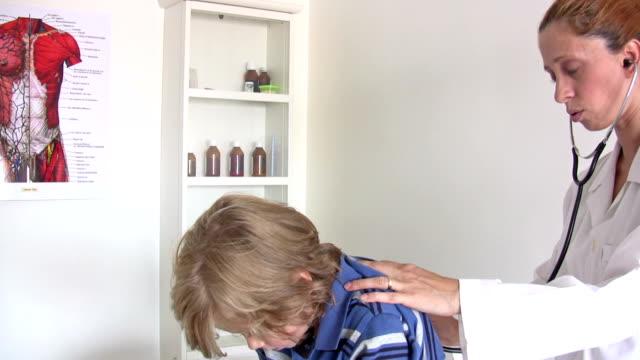 pediatrician - människomun bildbanksvideor och videomaterial från bakom kulisserna