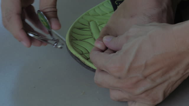 Voetverzorgingslijn beoefenen van voetverzorging teennagel schoonmaken