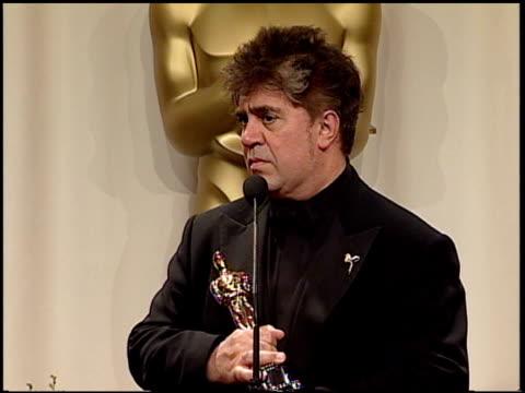 vídeos y material grabado en eventos de stock de pedro almodovar at the 2003 academy awards at the kodak theatre in hollywood california on march 23 2003 - pedro almodóvar