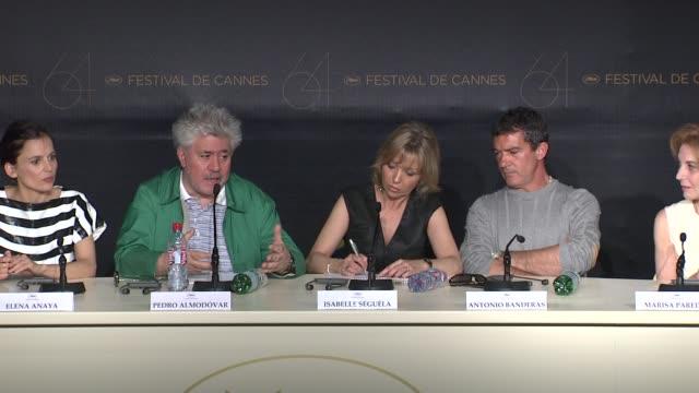 vídeos y material grabado en eventos de stock de pedro almodovar on doing scientific research for the film - pedro almodóvar