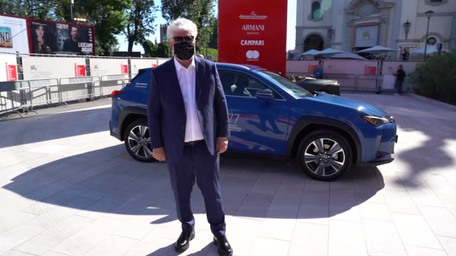 pedro almodovar walks the red carpet ahead of the human voice red carpet during the 77th venice film festival at sala grande on september 3, 2020 in... - べネチア国際映画祭点の映像素材/bロール