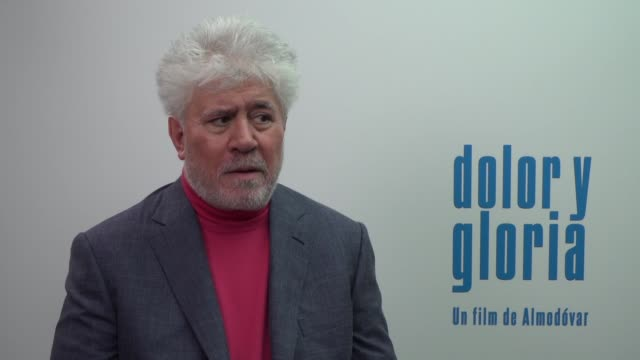 vídeos de stock, filmes e b-roll de pedro almodóvar talks about his lastest film 'dolor y gloria' starring by penélope cruz and antonio banderas - penélope cruz