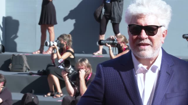 pedro almodóvar walks the red carpet ahead of the human voice red carpet during the 77th venice film festival at sala grande on september 03, 2020 in... - べネチア国際映画祭点の映像素材/bロール
