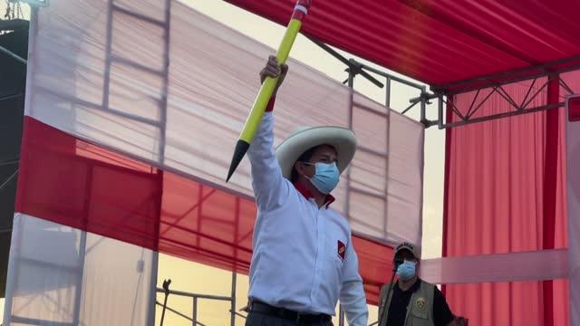 vídeos y material grabado en eventos de stock de pedro castillo, un maestro de escuela rural que salió del anonimato como líder de una huelga nacional del magisterio, llega a la presidencia de perú,... - llevar