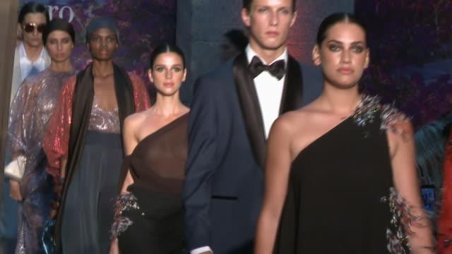 pedro del hierro- catwalk- mercedes benz fashion week madrid spring/summer 2020 - サンドラ・ガゴ点の映像素材/bロール