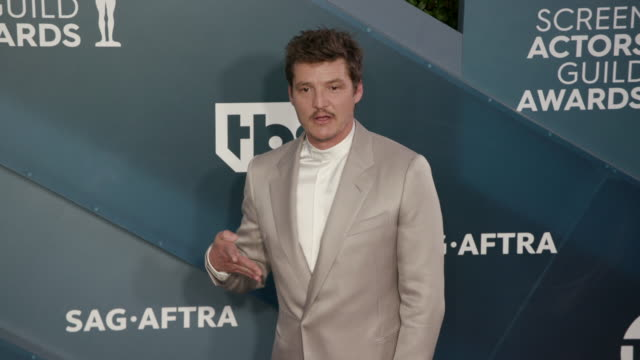 slomo pedro pascal at the shrine auditorium on january 19 2020 in los angeles california - pedro pascal stock videos & royalty-free footage