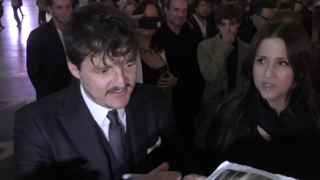pedro pascal greets fans while leaving the great wall premiere at tcl chinese theatre in hollywood in celebrity sightings in los angeles - pedro pascal stock videos & royalty-free footage
