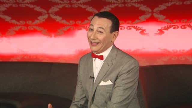 vídeos de stock, filmes e b-roll de pee wee herman on what projects are in store for him in the future at the 'the peewee herman show' junket at los angeles ca - espetáculos de variedade