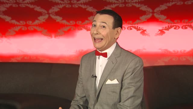 vídeos de stock, filmes e b-roll de pee wee herman on who the new characters are at the 'the peewee herman show' junket at los angeles ca - espetáculos de variedade