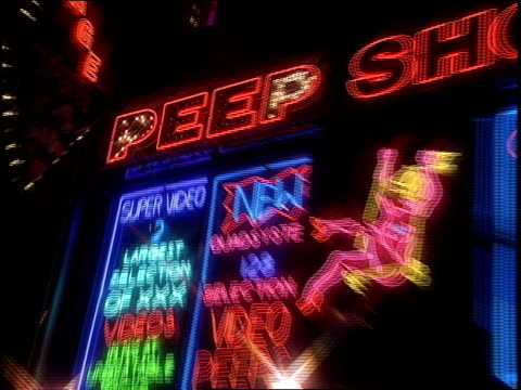 vidéos et rushes de peep show signs in nyc's time square - peep show