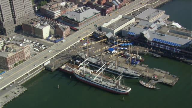aerial peking and lightship ambrose at south street seaport / new york city, new york, usa - 灯台船点の映像素材/bロール