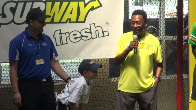stockvideo's en b-roll-footage met pele subway's brand ambassador with young fans at a soccer clinic at chelsea piers in new york ny on 7/31/13 - chelsea piers