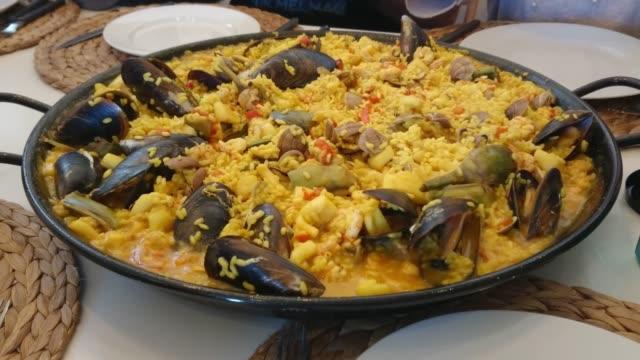 スペインの海の生き物とシェルで作ったペラ - パエリヤ点の映像素材/bロール