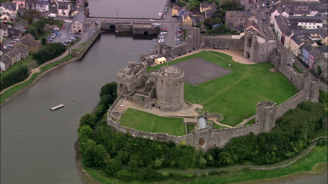 stockvideo's en b-roll-footage met pembroke castle and town - pembrokeshire