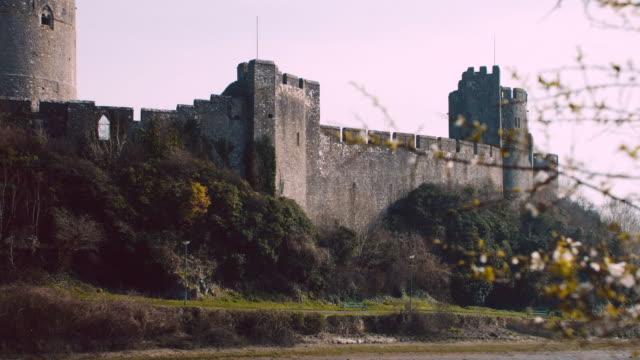 ms pembroke castle / pembroke, wales, united kingdom - breitwandformat stock-videos und b-roll-filmmaterial