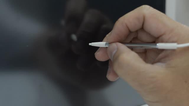 penna mouse - attrezzi da lavoro video stock e b–roll
