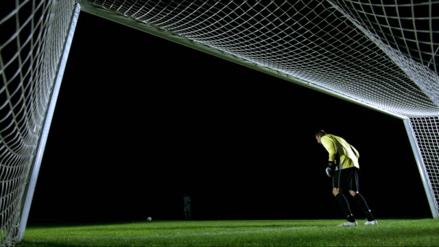 penalty kick, behind the goal view - tor konstruktion stock-videos und b-roll-filmmaterial