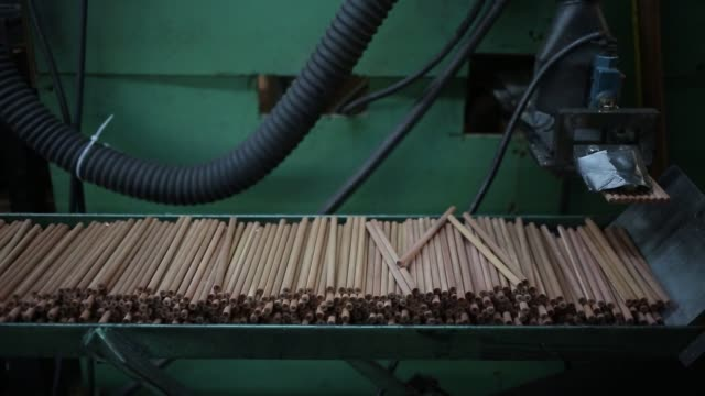 pencils are manufactured at the musgrave pencil company in shelbyville tennessee us on friday september 9 shots wide shot of exterior of musgrave... - blyertspenna bildbanksvideor och videomaterial från bakom kulisserna