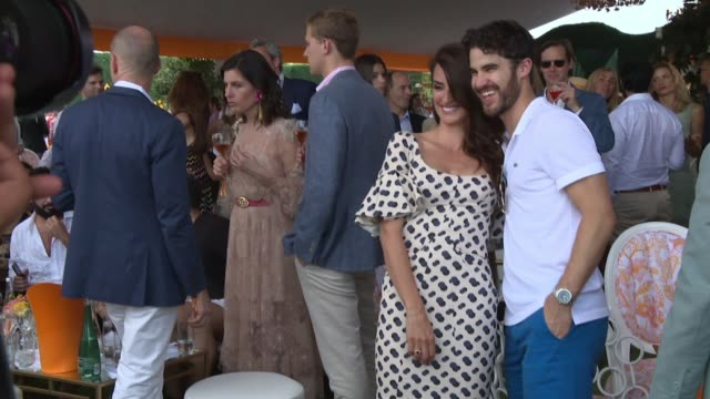 vídeos de stock, filmes e b-roll de penelope cruz and darren criss at the 11th annual veuve clicquot polo classic at liberty state park on june 02 2018 in jersey city new jersey - penélope cruz