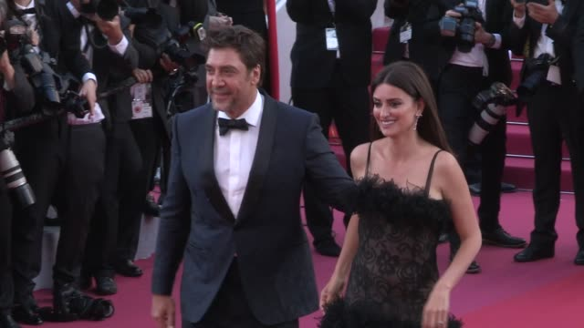 penelope cruz and javier bardem on the red carpet for the premiere of everybody knows todos lo saben at the cannes film festival 2018 tuesday 8 may... - javier bardem stock videos and b-roll footage