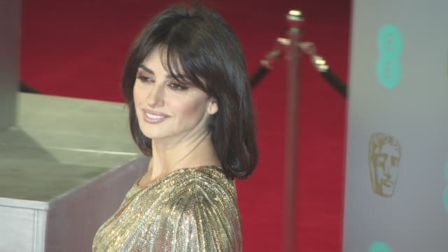 vidéos et rushes de penelope cruz at ee british academy film awards at royal albert hall on february 12, 2017 in london, england. - penélope cruz