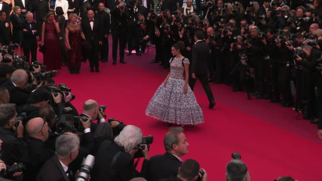 vidéos et rushes de penelope cruz at 'pain & glory ' red carpet arrivals - the 72nd cannes film festival on may 17, 2019 in cannes, france. - penélope cruz