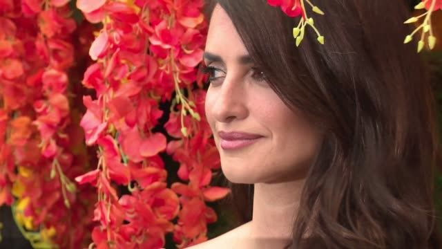 vidéos et rushes de penelope cruz at the 11th annual veuve clicquot polo classic at liberty state park on june 02, 2018 in jersey city, new jersey. - penélope cruz