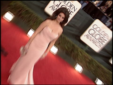 vidéos et rushes de penelope cruz at the 2006 golden globe awards at the beverly hilton in beverly hills, california on january 16, 2006. - penélope cruz