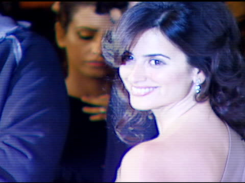 vidéos et rushes de penelope cruz at the 3rd annual preoscar party hosted by global green usa on february 21 2007 - penélope cruz