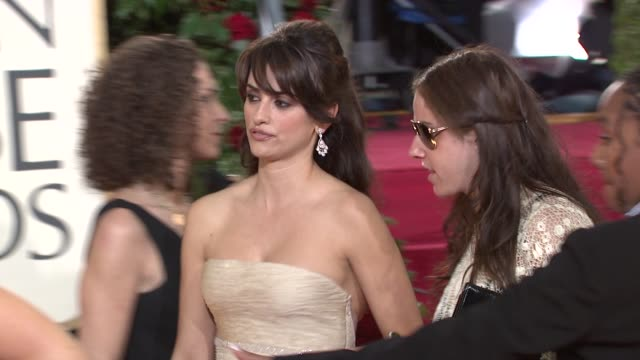 vidéos et rushes de penelope cruz at the 66th annual golden globe awards arrivals part 5 at los angeles ca. - penélope cruz