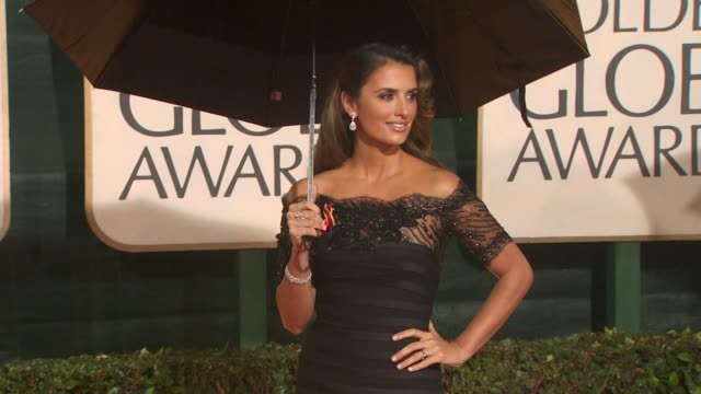 penelope cruz at the 67th annual golden globe awards arrivals part 5 at beverly hills ca - penélope cruz stock videos & royalty-free footage