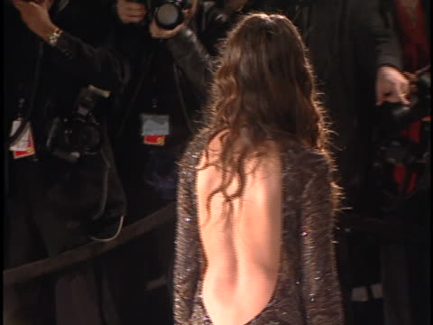 vidéos et rushes de penelope cruz at the academy awards 2001 at shrine los angeles in los angeles, ca. - penélope cruz