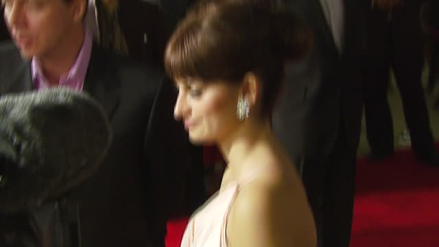 vidéos et rushes de penelope cruz at the afi fest 2006 'volver' premiere at the cinerama dome at arclight cinemas in hollywood california on november 3 2006 - penélope cruz