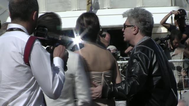 vídeos y material grabado en eventos de stock de penelope cruz at the cannes film festival 2009 broken embraces press conference at cannes - penélope cruz