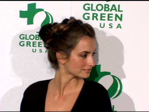 vidéos et rushes de penelope cruz at the clean energy solutions music at 'rock the earth' with hollywood stars joining global green at day after club in hollywood... - penélope cruz