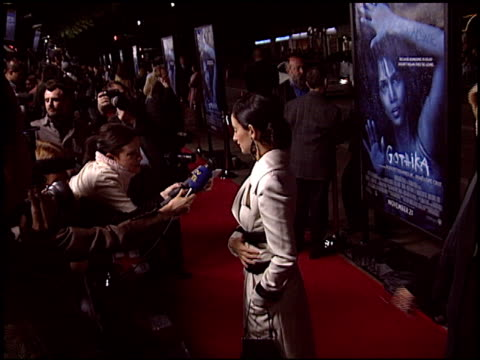 vidéos et rushes de penelope cruz at the 'gothika' premiere on november 13, 2003. - penélope cruz