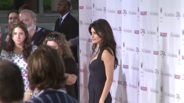 vidéos et rushes de penelope cruz at the 'vicky cristina barcelona' premiere at los angeles ca. - penélope cruz