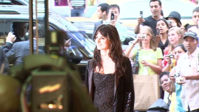 vidéos et rushes de penelope cruz at the 'vicky cristina barcelona' premiere at new york ny. - penélope cruz